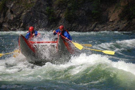 Liquid Lifestyles Whitewater Rafting : Fun family day