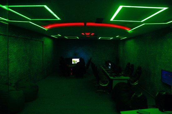 Plug And Play Gaming Lounge