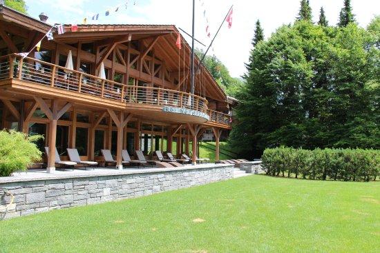 Le Grand Bellevue: Terrasse sortie piscine