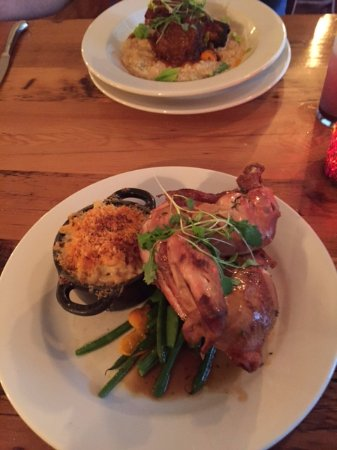 Henniker, NH: Look at that giant smoked chicken with super crispy green beans and yummy mac and cheese
