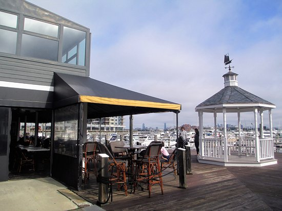 Port 305: outdoor dining