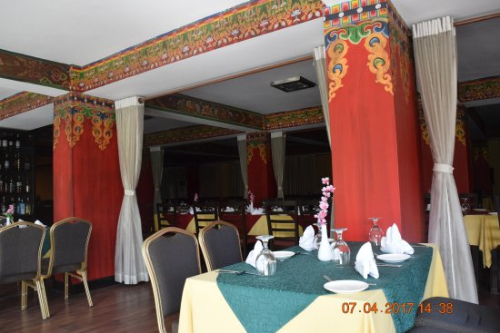 Hotel Tibet International: View of the main dining room