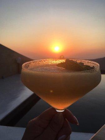 Throubi Restaurant: Santorini Sunset