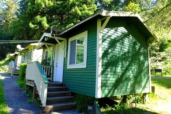 Woodland Villa Country Cabins: cabin 2