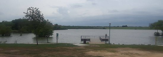 Live Oak, Техас: Lake and fishing dock