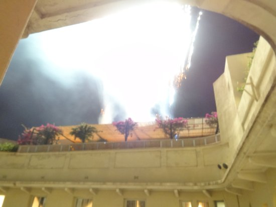 El Palace Hotel: Ill-conceived fireworks on the top floor of the hotel. Too much noise and light!