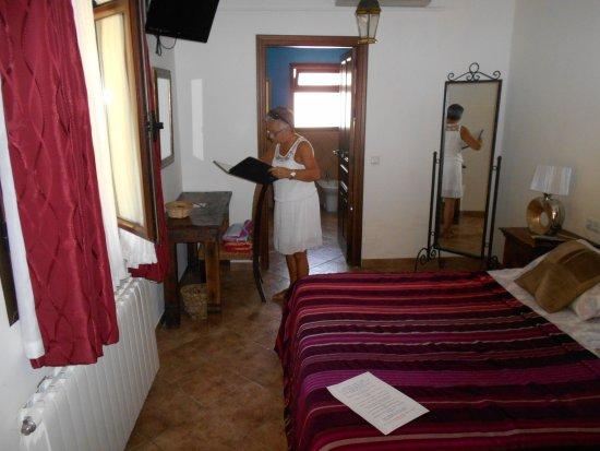 Kamer met marokaans bad en zicht op tuin: fotografía de hotel molino