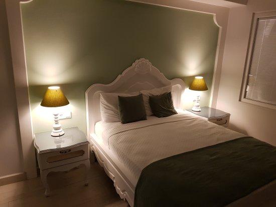 Montebello Deluxe Hotel: 20170628_201452_large.jpg