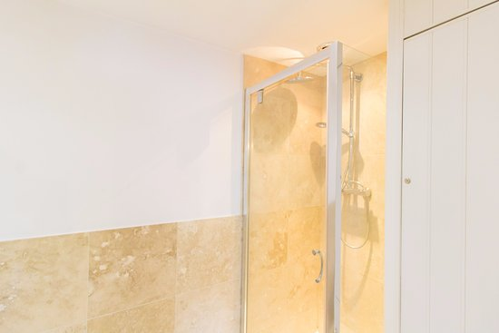 Shower - Picture of Thirtyfive B&B, Isle of Portland - Tripadvisor