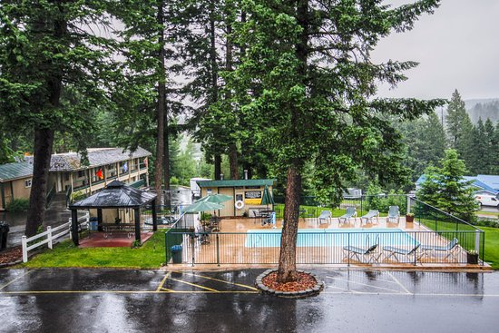 Timbers Motel: This is a view from our upper level rooms.  Enjoy our poo, hot tub, and sauna.