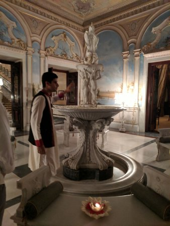 Falaknuma : Tour Guide showing the 20th room