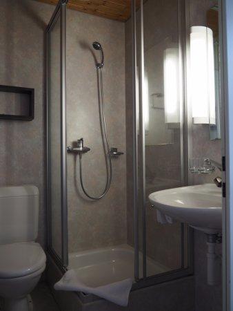 Hotel Alphorn: Room 201 bathroom