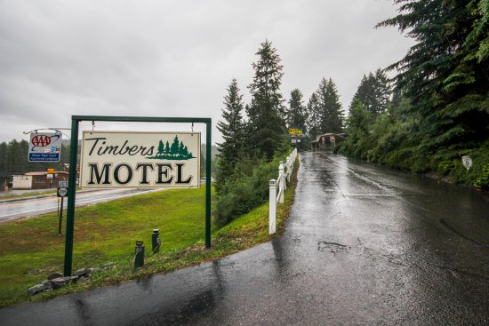 Timbers Motel: The entrance to our Motel.  You have arrived!