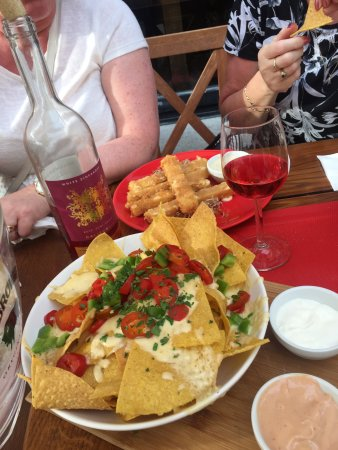 Nachos, cheese sticks & rose wine