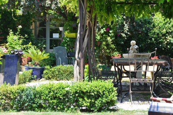Peyriac-Minervois, France: Le jardin