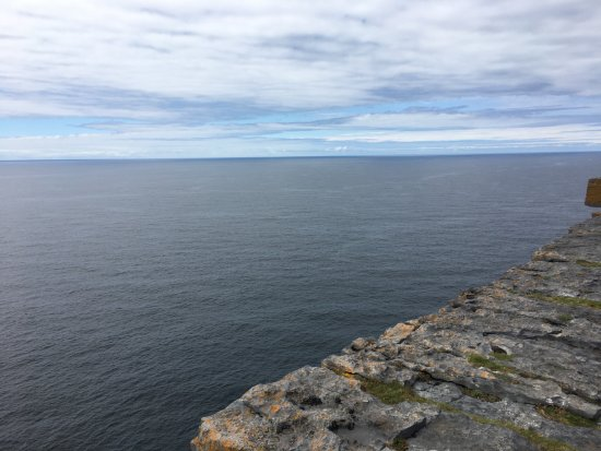 Faherty Day Tours: The edge of the cliff at Dun Aengus (ancient fort); no barriers!