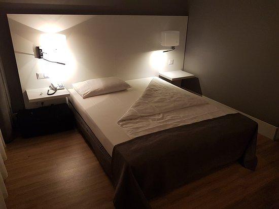 relexa hotel Airport Düsseldorf-Ratingen: 20170627_234340_large.jpg