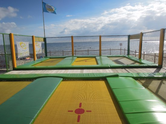 Maubuisson, France : Les trampolines