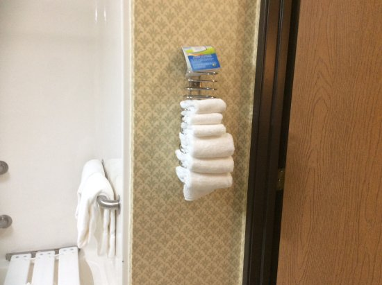 Baymont Inn & Suites Indianapolis: Clean towels nicely stocked.