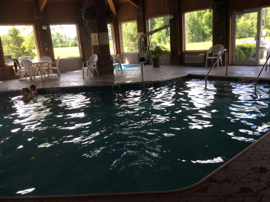Baymont by Wyndham Indianapolis: Pool area.