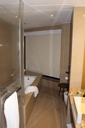 Courtyard Hong Kong Sha Tin : The large bathroom of the Studio room features a separate bath and shower.