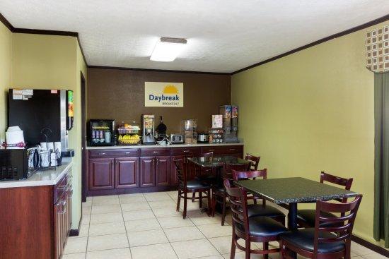 Days Inn Renfro Valley Mount Vernon : Breakfast Bar