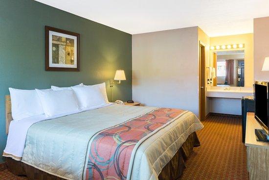 Days Inn Renfro Valley Mount Vernon : Single Queen Bed Room