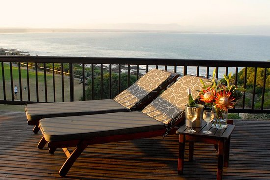 Shaloha Guesthouse on Supertubes: Luxury suite with sea view - Oceanic
