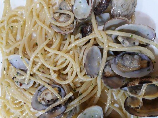 Ristorante al posto giusto in roma con cucina italiana - Posto con molti specchi ...