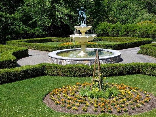 Lasdon Park