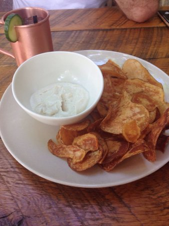 Emmaus, เพนซิลเวเนีย: Chips and horseradish dip from the barn were superb