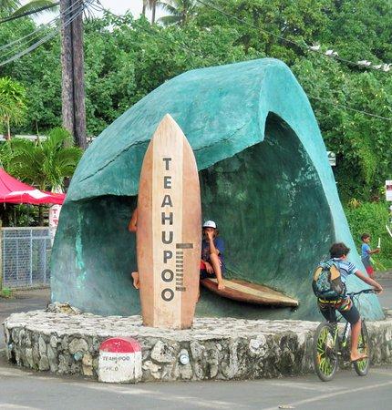 Teahupoo - Surfing paradise