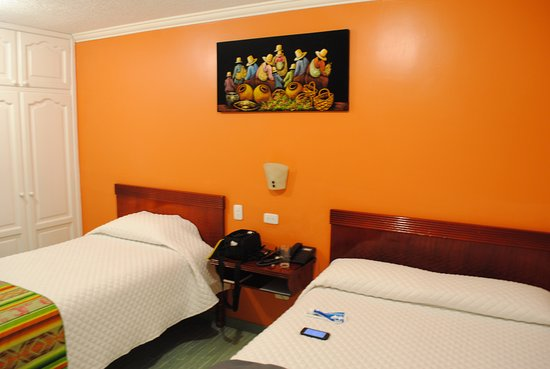 Hotel El Indio Inn: basic bedding