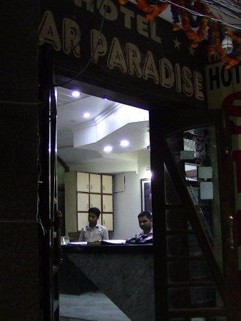 Hotel Star Paradise: 通りからの撮影。