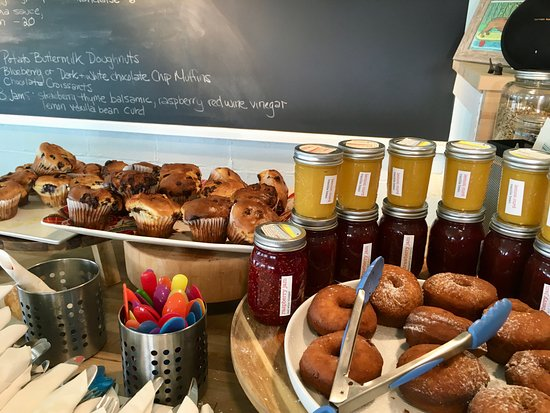 Hangar B Eatery: Beautiful home made donuts and muffins.