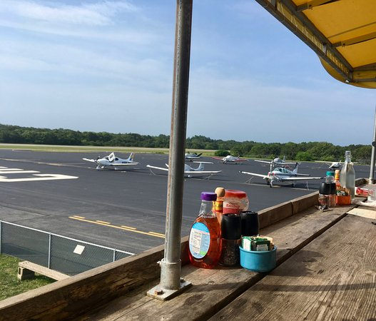 Hangar B Eatery: What a view, right?