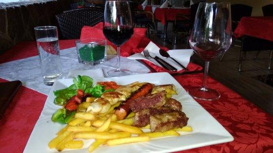Cerklje, Slovenië: ホテルのレストランで食べた夕食。味、値段良し。