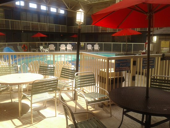 Clarion, PA: Pool area, heated and wonderful!!!