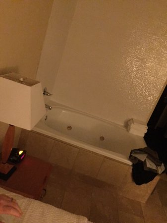 """Fairfield Inn Seattle Sea-Tac Airport: """"Upgraded Suite"""" with Jetted Tub in the Room next to the bed :-/"""
