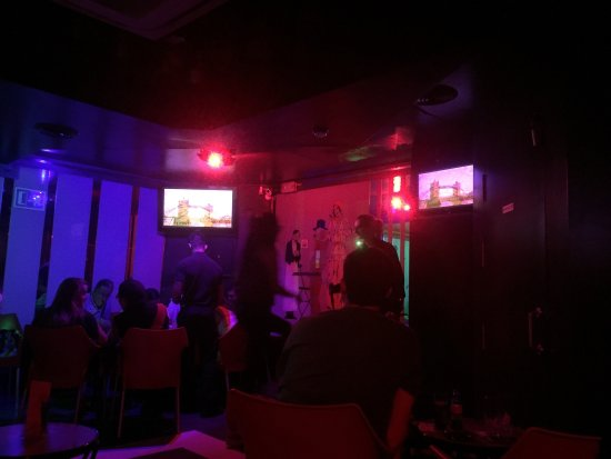 Bar Karaoke Contraste