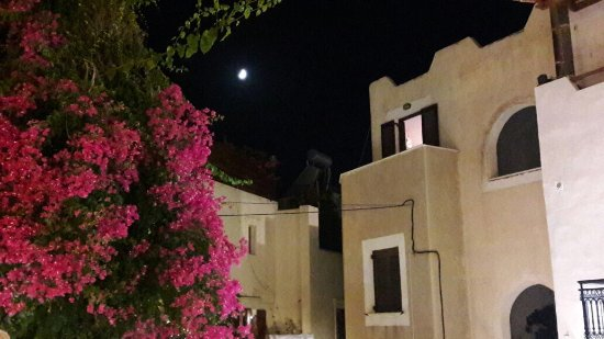 Kastro: By night