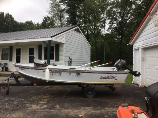 Riverview Motel: Boat available to rent