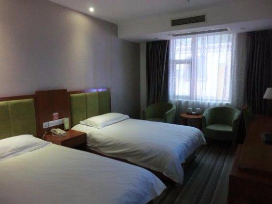 5 Yue Hotel Jiuzhaigou: シンプルなベッド