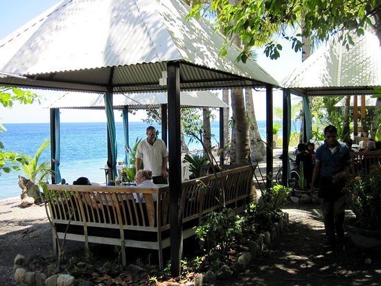 Black Rock Restaurant: Garden Pavilions, with waiter service.