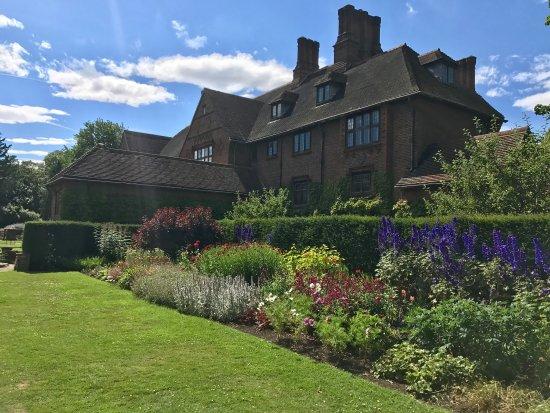 Goddards House and Garden : photo7.jpg
