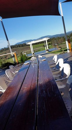 Seville, Australia: Great outdoor tables too