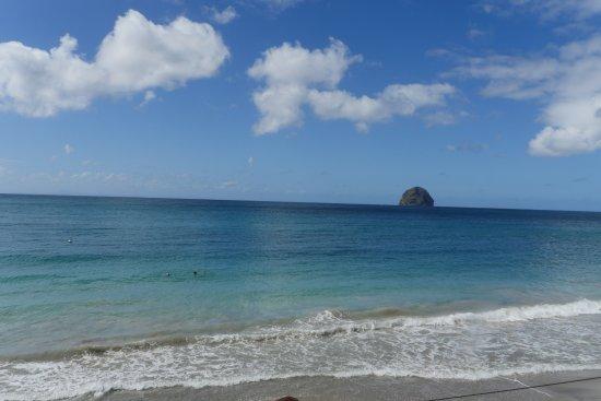 Diamond Rock: Blick vom Strand auf Le Diamond