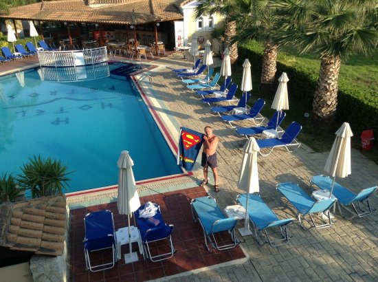 Petros Hotel: Early morning swimming training ideal