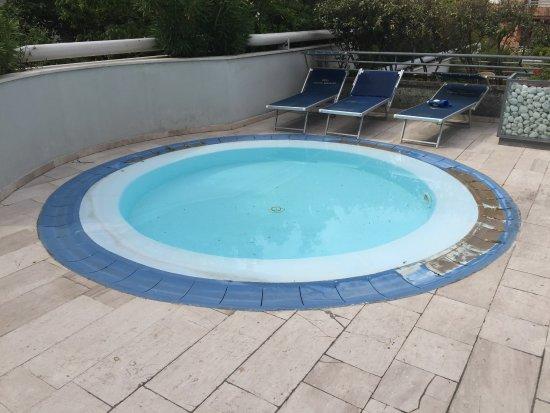 Piscina piccola foto di mercure pesaro pesaro tripadvisor - Piccola piscina ...