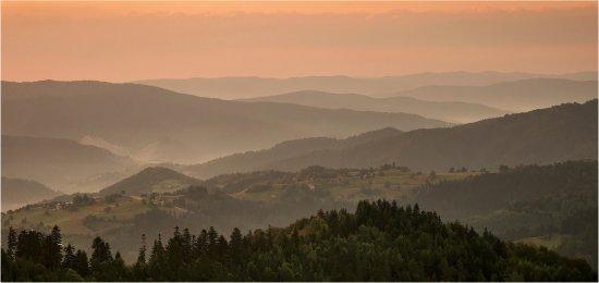 Piwniczna, Poland: okolice Piwnicznej, wschód słońca przy schronisku Chatka pod Niemcową
